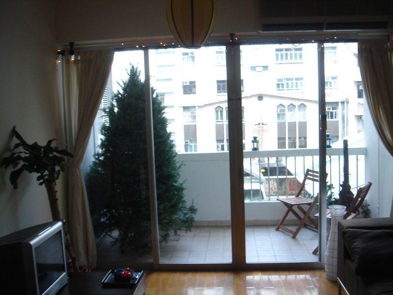 новогодняя ель на балконе